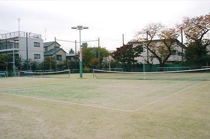 烏山中学校温水プール テニスコート