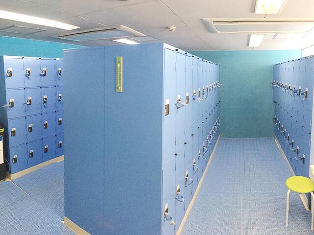 十条台小学校温水プール ロッカールーム