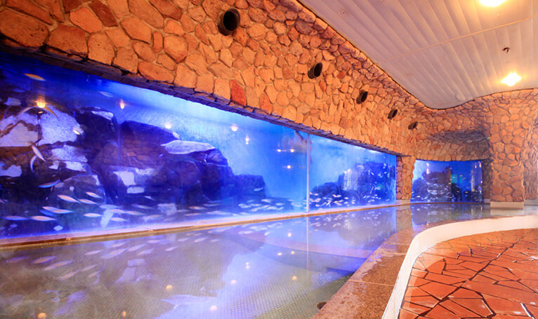 ホテルサンハトヤ 海底温泉 お魚風呂