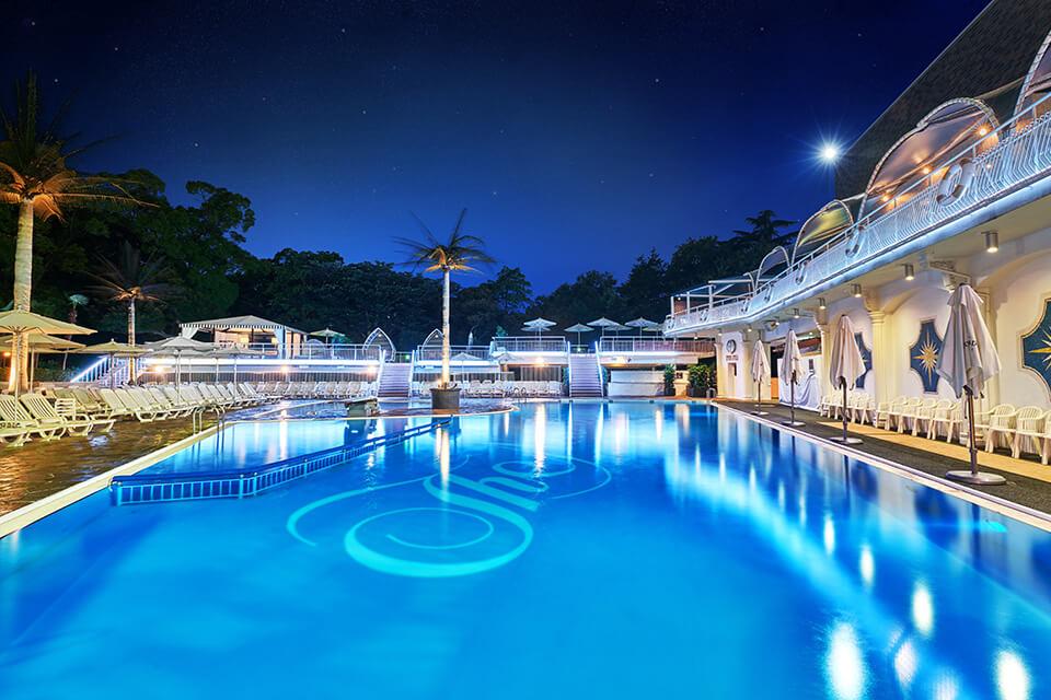 ホテルニューオータニ 東京 ガーデンプール ナイトプール