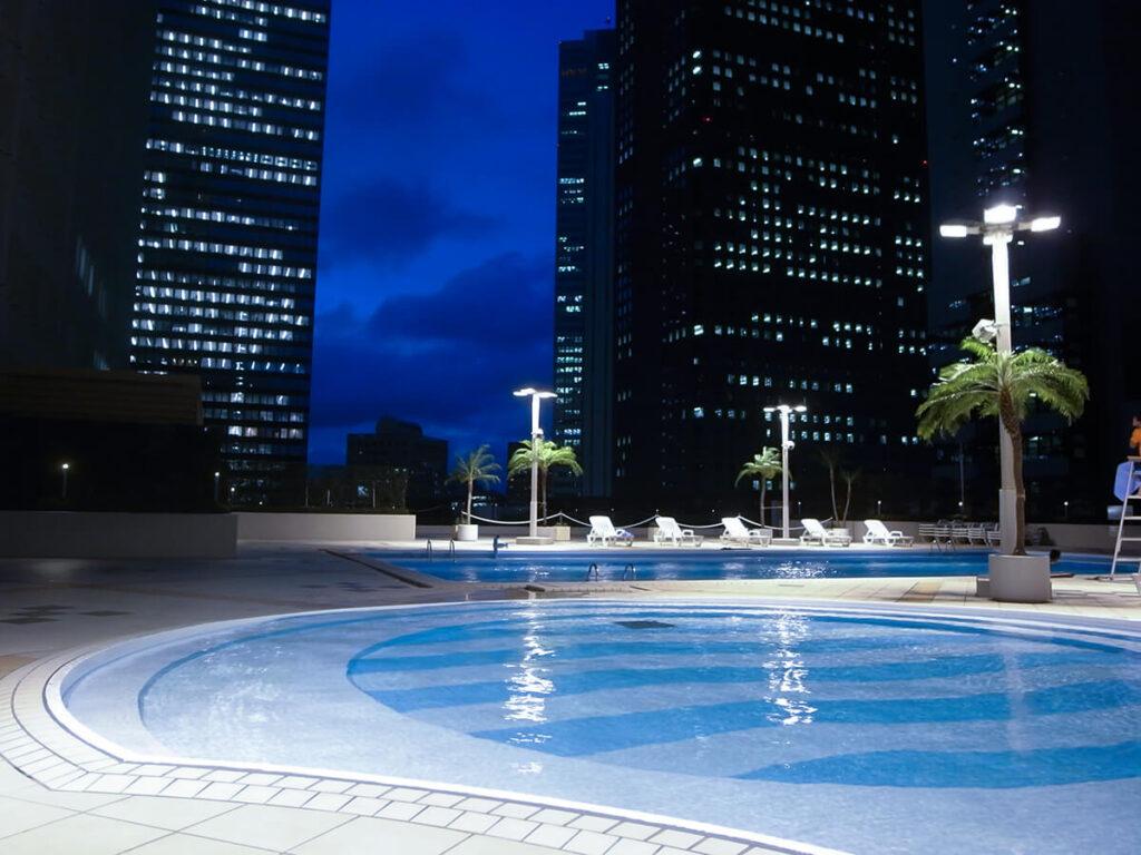 京王プラザホテル スカイプール ナイトプール