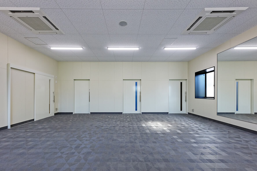 1 to SWIMスイミングスクール 体操室