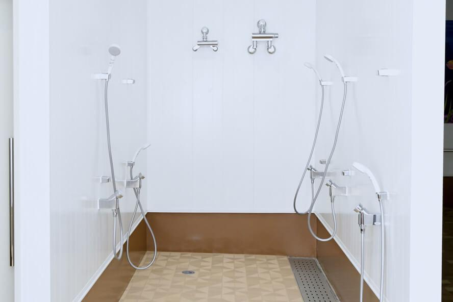 1 to SWIMスイミングスクール シャワー室